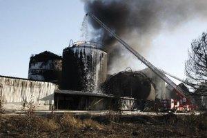 Мер Василькова заявив про загрозу поширення диму від  нафтобази, яка горить