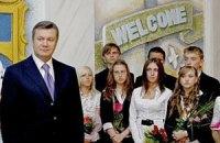 Янукович з Сумською відкрили школу в Києві