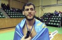 Чемпиона мира по ММА передали чеченским полицейским