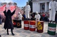 """Жителі Маріуполя у день міста вийшли на мітинг з плакатами """"Хочемо дихати!"""""""