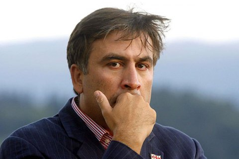 Саакашвили вылез на крышу дома из-за обыска в его квартире (обновлено)