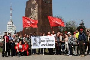 Активісти Євромайдану в Харкові відмовилися зносити пам'ятник Леніну