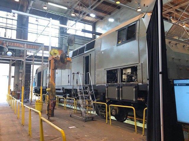 Появились фото первого американского локомотива для «Укрзализныци»