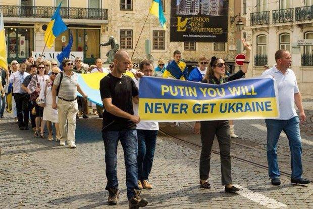 Проте в Португалії є чимала кількість свідомих українців, саме вони допомагають армії та виходять на мітинги проти агресії Росії в Україні