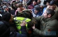 32 правоохранителя пострадали в результате столкновений под Октябрьским дворцом