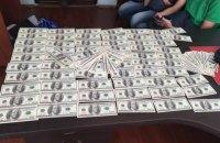 Следователя налоговой задержали за взятку 20 тыс. долларов