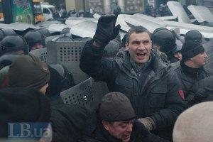 """На Майдані оголошено """"годину тиші"""""""