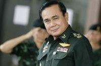 Премьер Таиланда предложил журналистам задавать вопросы своей картонной фигуре