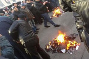 """У Харкові підпалили офіс """"Просвіти"""" і """"Правого сектору"""""""