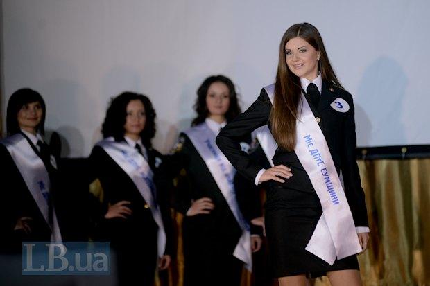 А вот и победительница конкурса - Марина Грошовик. Автор стихотворения о женщине в погонах, с которого начинается этот текст