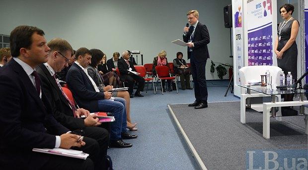 Директор политических программ Институт Горшенина Евгений Курмашов (в центре) и Шеф-редактор LB.ua Соня Кошкина (справа)