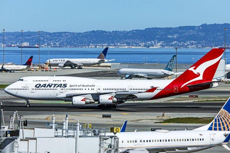 Qantas Boeing 747 у Сан-Франциско.