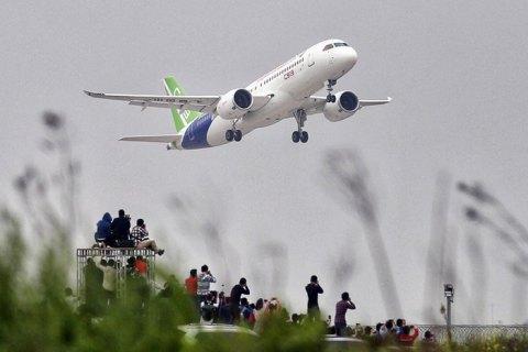 Китай припиняє авіасполучення з Британією через новий вид коронавірусу