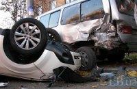 У Києві джип протаранив дві машини і перекинувся на дах