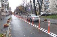 В центре Киева установили ограничительные столбы для организации движения и парковки