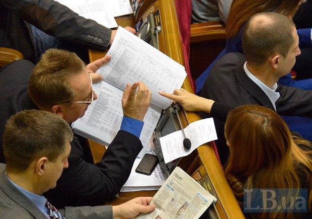 Так депутаты обсуждали проект бюджета год тому назад