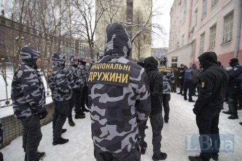Біля Солом'янського суду побилися націоналісти і поліція