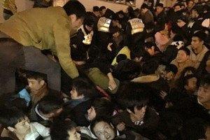 У Шанхаї 36 людей загинули в тисняві за фальшивими доларами