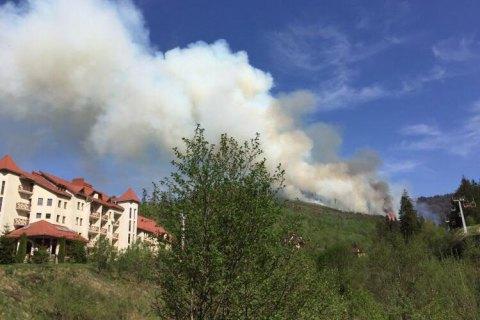 60 туристів евакуювали з гори Захар Беркут через горіння сухої трави