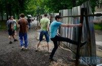 Протестувальники в Протасовому Яру зламали паркан забудовника