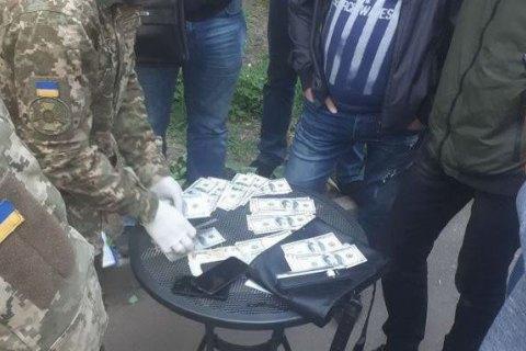 Слідчого поліції Кривого Рогу затримали на хабарі $ 10 тис.