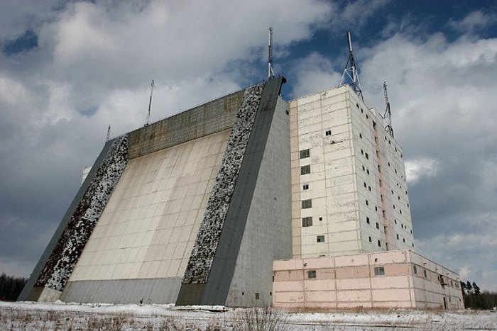 Один из военных объектов РФ на территории Беларуси – отдельный радиотехнический узел «Ганцевичи (Барановичи)», является войсковой частью Воздушно-космических сил России, оснащен стационарной цифровой радиолокационной станцией типа «Волга».
