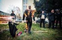 В Крыму сожгли чучело Бандеры и флаг УПА