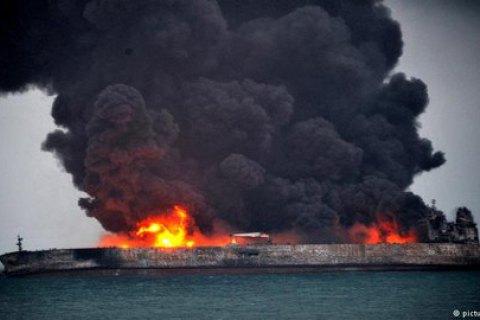 Двух моряков, пропавших после столкновения танкера с судном у побережья Китая, нашли мертвыми
