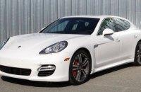В Харьковской области пенсионер - супруг бухгалтера сельсовета - купил Porsche Panamera