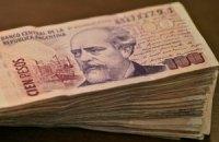 Аргентинский песо обвалился за день на 10%