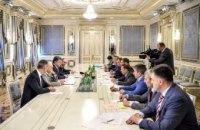 Порошенко лично убеждает депутатов голосовать за изменения в Конституцию