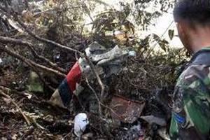 Индонезия остановила поиски жертв крушения SSJ-100