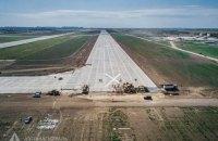В Одеському аеропорту завершили бетонні роботи на злітно-посадковій смузі