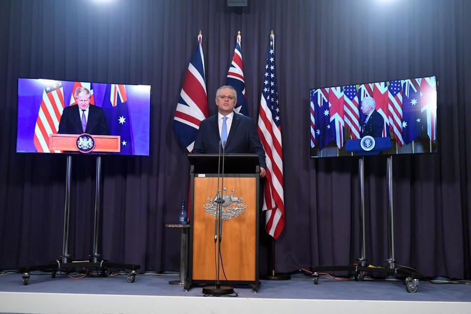 Прем'єр-міністр Великобританії Борис Джонсон, прем'єр-міністр Австралії Скотт Моррісон і президент США Джо Байден на спільній пресконференції, присвяченій створенню AUKUS