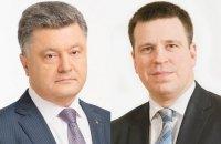 Порошенко и премьер Эстонии обсудили вопросы развития торгово-экономического сотрудничества