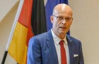 Мэру немецкого города приостановили полномочия из-за прививки вне очереди