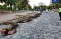 Нетверезий водій на Lexus зніс квітники на Алеї Героїв Небесної Сотні в Києві