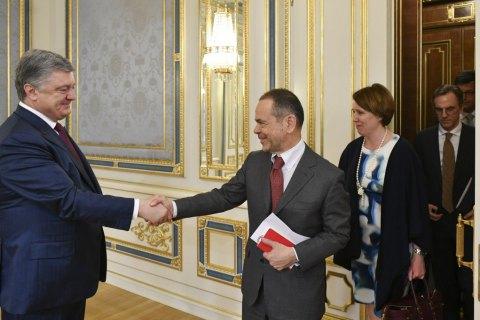 Порошенко провел прощальную встречу с послами G7