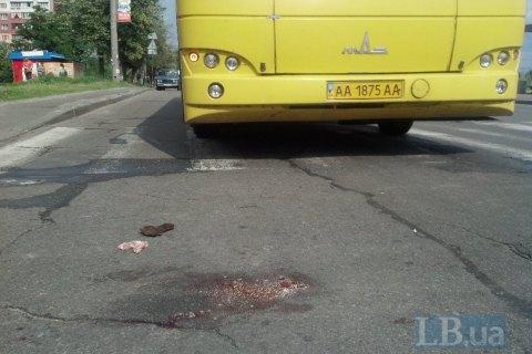 У Києві автобус збив жінку на пішохідному переході