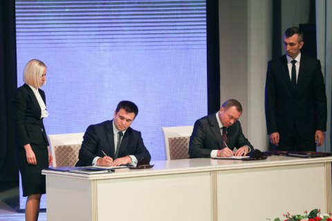 Украина и Беларусь подписали 12 соглашений на Форуме регионов