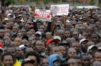 В Зимбабве больше десяти тысяч протестующих потребовали отставки 93-летнего президента
