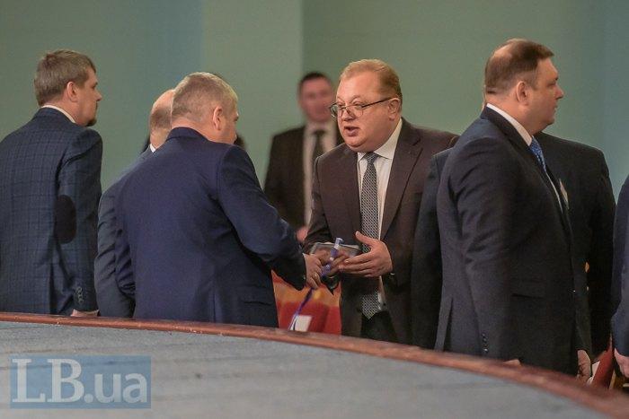 Степан Гладій (в центрі)