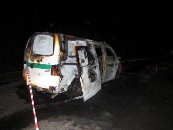 У Запорізькій області невідомі розстріляли та підпалили інкасаторський автомобіль