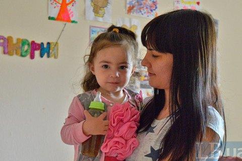 Конституционный суд признал законной отмену пособия по уходу за ребенком