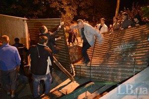 В Броварах попытка снести забор в парке закончилась дракой и кровью
