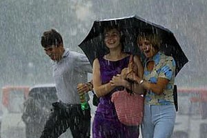 Завтра в Києві очікуються дощі і грози