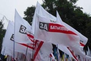 """Офис """"Батькивщины"""" в Василькове штурмуют"""