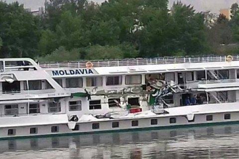 В Венгрии на Дунае столкнулись два украинских теплохода