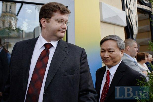 Владимир Арьев (слева)