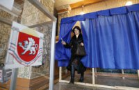"""На """"референдумі"""" в Криму напали на журналістів"""